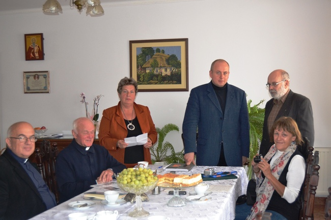 Uczestnicy spotkania na plebanii