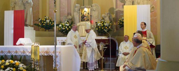 Odpust parafialny i liturgiczne wprowadzenia ks. kan. Karola Stacha na Urząd Proboszcza Parafii Łopuszno